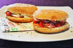 Küchenzaubereien: Homemade Pizzaburger (Büffelmozzarella / Tomate & Schinken / Salami / Paprika)
