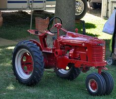 Garden Tractor turned Farmall H, very Antique Tractors, Vintage Tractors, Vintage Farm, Wheel Horse Tractor, Pedal Tractor, Small Tractors, Old Tractors, Lawn Tractors, John Deere Garden Tractors