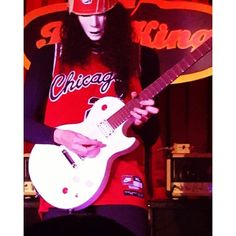 Buckethead performed on Saturday at B.B. King Blues Club and Grill Types Of Guitar, Sweet Child O' Mine, Best Guitar Players, Best Guitarist, Bad To The Bone, May 7th, Bucky, Music Bands, Concerts