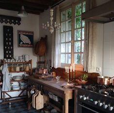 Rustic Kitchen, New Kitchen, Vintage Kitchen, Kitchen Decor, Kitchen Armoire, Cottage Kitchens, Home Kitchens, Cozinha Shabby Chic, Unfitted Kitchen