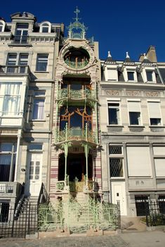 #ArtNouveau | 11, Square Ambiorix, Brussels, Belgium. Designed by Gustave Strauven, 1901.
