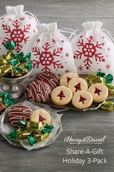 Get set for the holidays by stocking up on gourmet Christmas gifts for coworkers, neighbors, and teachers. Each bag holds mini mints along with Christmas tree shortbread cookies and irresistible dark chocolate-covered peppermint cookies. Office Christmas Party, Christmas Tree, Christmas Ornaments, Holiday Gift Guide, Holiday Gifts, Holiday Decor, Harry And David, Mini Stockings, Christmas Gifts For Coworkers