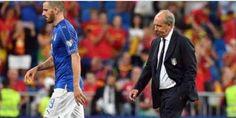 Spagna travolge Italia. Ventura contestato la nazionale di calcio italiana è stata travolta dalla spagna per 3-0. una sconfitta netta che non da alibi ai giocatori di poter dire qualcosa a loro favore. non c'è stata storia. la spagna è nettam #ventura #nazionale #calcio #italia #sport