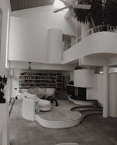 Architecture by Paul Rudolph. Photographs taken from the book Long Island Modernism 80s Interior Design, Interior And Exterior, 1980s Interior, Style At Home, Streamline Moderne, Vintage Interiors, Cuisines Design, Simple House, Interiores Design