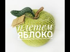 Christmas Decorations, Christmas Ornaments, Holiday Decor, Newspaper Basket, Cardboard Crafts, Recycled Crafts, Design Crafts, Basket Weaving, Wicker