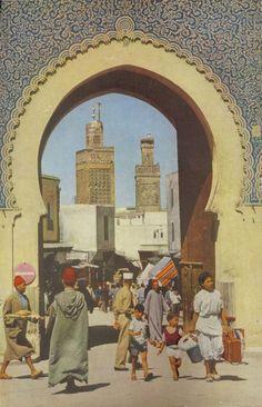 Bab Boujloud est une des portes de l'ancienne Medina de Fès et ouvrant sur Fès el-Jdid  (1955)
