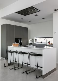 Tidy Kitchen, Cool Kitchens, Sweet Home, Appliances, Interior, Table, Kitchen Inspiration, Furniture, Home Decor