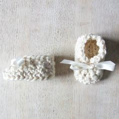 Crochet classic baby booties in organic cotton yarn. Even a beginner can whip these newborn sized cuties up in no time!