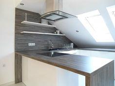 #dankuchen riante keukenopstelling in luxe penthouse. De schuine kant is volledig geintegreerd in het ontwerp #interieurbouw #bar #kookeiland