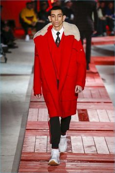 Alexander McQueen took to an industrial space to unveil its fall-winter 2018 men's collection. One of the sartorial highlights of Paris Fashion Week, the s