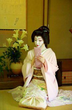 Geiko(Geisha). Her name is Toshimana. #japan #kyoto #kimono #japanese culture