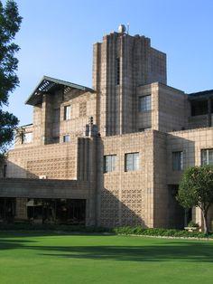 Tara- Frank Lloyd Wright's Arizona Biltmore Hotel in Pheonix and Architurce things
