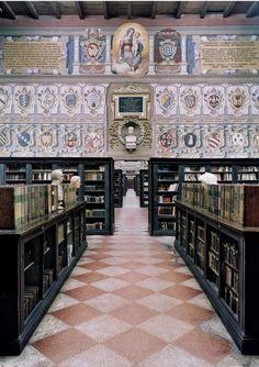 Biblioteca Comunale dell Archiginnasio a Bologna (Bologna, Italy)