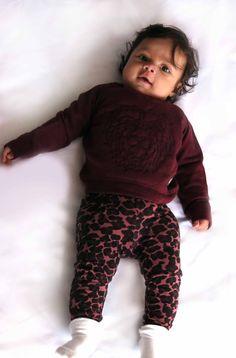 Nice warm sweater with leopard leggings by Petit by Sofie Schnoor #babyfashion #girls #kids #babymode #petitbysofieschnoor #littledifferentnl #shoponline