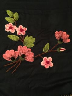 Flower Embroidery Designs, Flower Patterns, Embroidery Patterns, Embroidery Suits, Hand Embroidery, Fabric Paint Designs, Felt Art, Flower Tutorial, Handmade Flowers