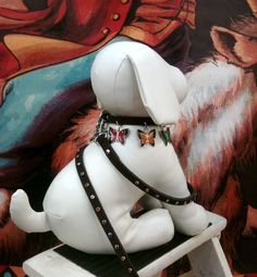 dog collars, doggi delight, dog display, dog mannequin