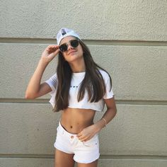 Photos Tumblr, Besties, Famous People, White Shorts, Motivation, Pictures, Instagram, Women, Style