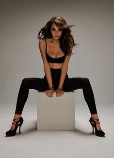 Fansite for Actress Gal Gadot. Biography, Image Gallery, Photos, Photoshoots and Daily Movie News! Top Celebrities, Celebs, Gal Gabot, Gal Gadot Wonder Woman, Penelope Cruz, Look At You, Woman Crush, Beauty Women, Hollywood