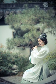 Lady in Hanfu dress with a musical instrument