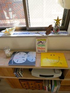 大好きな絵本や写真集 Desk, Happy, Home Decor, Desktop, Decoration Home, Room Decor, Table Desk, Ser Feliz, Office Desk