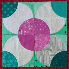 This Fizzy block is so much fun! I wish I could just keep making more. #thebeehivequilts #beehiveswarmjohanna @blossomheartquilts @playcrafts