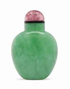 A MILKY EMERALD-GREEN JADEITE SNUFF BOTTLE PROBABLY IMPERIAL, 1770-1830