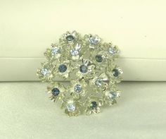 30% off sale until 11/23/15 A vintage piece of #floral costume jewelry.  This…