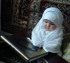 Ramadan Mubarak, so cute Cute Baby Girl Pictures, Cute Baby Boy, Cute Little Baby, Baby Love, Cute Funny Babies, Cute Kids, Beautiful Children, Beautiful Babies, Baby Hijab