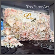 New wedding backdrop paper receptions 52 Ideas Large Paper Flowers, Paper Flowers Wedding, Paper Flower Wall, Giant Paper Flowers, Big Flowers, Wedding Paper, Wedding Photo Walls, Wedding Wall, Wedding Photos