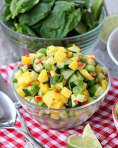 Laksetaco med mangosalat & guacamole - LINDASTUHAUG Salad Recipes, Diet Recipes, Cooking Recipes, Fabulous Foods, Diet Meal Plans, Keto Dinner, Fruit Salad, Indian Food Recipes, Guacamole