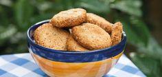 Esse é o cookies mais fácil que você já fez! Leva apenas 3 ingredientes, fica crocante e uma delícia!É uma opção sem glúten e lactose e rica em gorduras boas indispensáveis ao nosso organismo. Podemos variar a receita, trocando a…