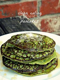 Clean Eating Green Pancakes - 1 banana, 2 eggs, 1 cup fresh spinach, 1 tbsp milled flaxseed Optional add-ins - protein powder, peanut butter or chia seed. Try not to add liquid or it will make them super thin and very hard to flip over. Weight Watcher Desserts, Think Food, Love Food, Healthy Snacks, Healthy Eating, Healthy Recipes, Clean Eating Recipes, Cooking Recipes, Clean Eating Pancakes
