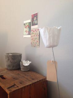 Papierblüten im Atelier */fuchsart.
