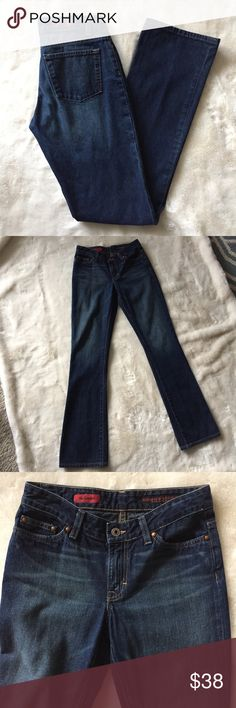 """AG Jeans Womens SZ 27R *Gemini* Dark Wash In excellent used condition. Very little wear on hem (see photos).   Measurements are approx:  Inseam 33"""" Front rise 8"""" Outseam 42.5"""" Waist 14"""" Hips 17"""" AG Adriano Goldschmied Jeans Boyfriend"""
