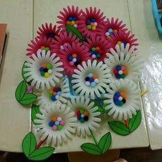 봄 꽃 만들기 준비물 과일포장지 뿅뿅이 양면테이프 수수깡 색지 보드마카 가위 글루건 1.과일포장지에 양... Toddler Crafts, Crafts For Kids, Arts And Crafts, Diy Crafts, Plastic Art, Spring Crafts, Flower Crafts, Art For Kids, Nursery