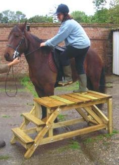 homemade wooden mounting block - rather than having to do this, I would like to teach a horse how to lower himself down to sitting or laying down while keeping the saddle mostly level Horse Mounting Block, Horse Shelter, Horse Ranch, Horse Property, Horses And Dogs, Horse Stalls, Horse Farms, Horse Love, Horseback Riding