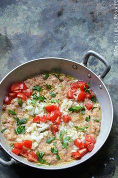 Foul Mudammas Recipe (Egyptian Mashed Fava Beans with Olive Oil, Lemon Juice, and Garlic)