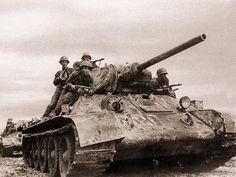 Soviet tank image - Weapons of World War II Tank Riders, Military Armor, Military Pins, Tank Destroyer, Armored Fighting Vehicle, Ww2 Tanks, Battle Tank, World Of Tanks, American War