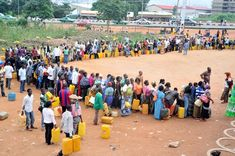PIC.6.  PEOPLE QUEUING FOR KEROSENE AT THE NNPC MEGA  STATION ON OLUSEGUN OBASANJO WAY, CENTRAL BUSINESS DISTRICT  IN ABUJA ON THURSDAY (18/8/11).
