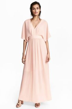 Long dress in crinkled chiffon with a deep V-neck at the front, opening with a button at the back of the neck and a concealed zip. Short butterfly sleeves a Pink Ladies, Bridesmaid Dresses, Wedding Dresses, Pink Dresses, Chiffon Dress Long, Powder Pink, Fashion Company, Flare Skirt, World Of Fashion