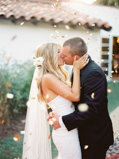 confetti falling all around them while they kiss | danielle poff via boards.styleunveiled.com
