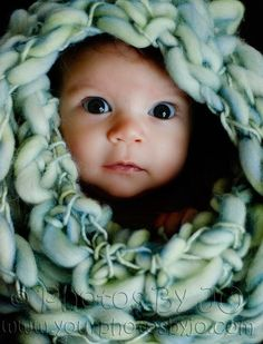 Newborn photo - Ideas for Family Photos - http://thefunnyway.com/newborn-photo-ideas-for-family-photos/
