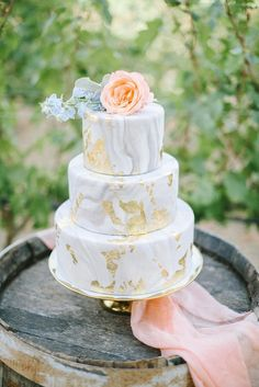 Marbled wedding cakes