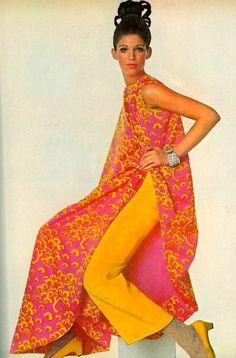 Vogue November 1967. Tunic influenced by the traditional Vietnamese  áo dài.