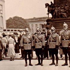 Berlin Olympida 1936 Polizei Unter den Linden