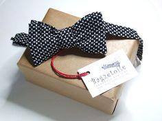 Men's bow tie / black cotton freestyle bowtie  by bagzetoile