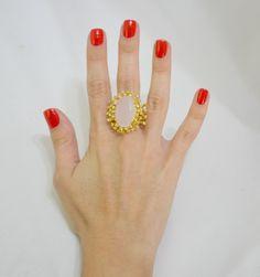 Anel folheado a ouro, com pedra natural e zircônias