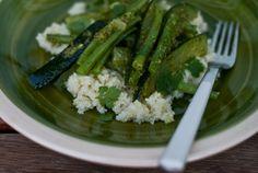 Ensalada de verduras con salsa verde y cuscús | El Comidista EL PAÍS