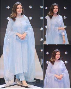 Pakistani Fashion Casual, Pakistani Dresses Casual, Indian Fashion Dresses, Dress Indian Style, Pakistani Dress Design, Indian Designer Outfits, Fashion Outfits, Pakistani Bridal, Pakistani Long Kurtis