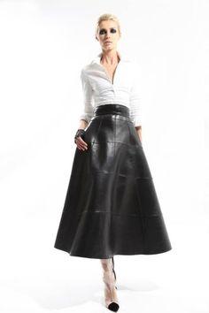 Ralph Rucci Fall 2012 Ready-to-Wear Collection Photos - Vogue Fashion Mode, Love Fashion, Fashion Show, Autumn Fashion, Fashion Looks, Womens Fashion, Fashion Design, High Fashion, Long Leather Skirt